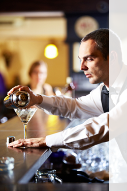 mystery shopping company photo of bartender pouring drinks